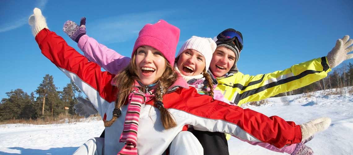 Подвижные игры на свежем воздухе зимой для детей и взрослых.