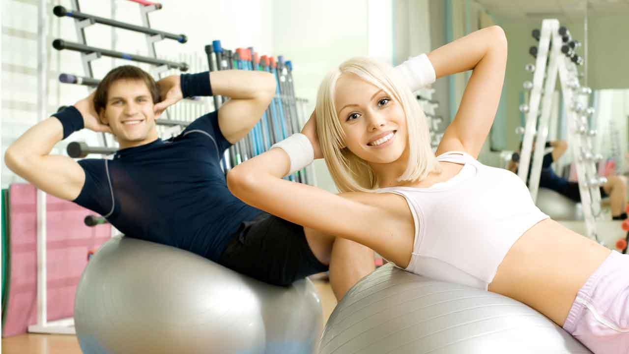 Упражнения для мышц живота лежа на боку и сидя