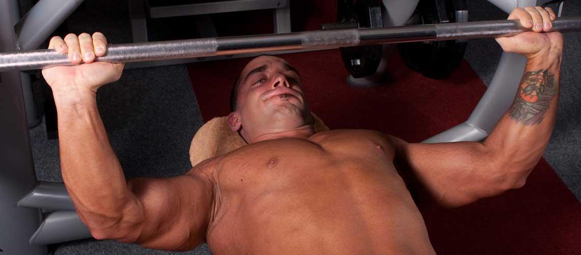 Жим лежа на наклонной вниз скамье
