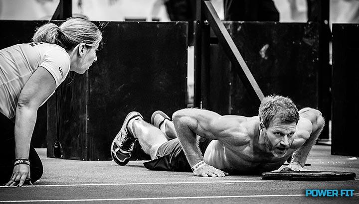 Круговая тренировка дома, которая поможет скинуть вес и нарастить мышечную массу.